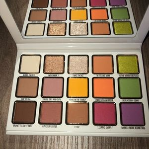 COPY - Kendall and Kylie eyeshadow palette